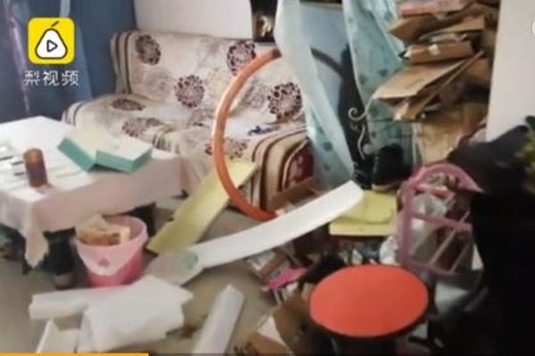 中国で女性インフルエンサーが、大家から不潔な生活の実態を暴露される