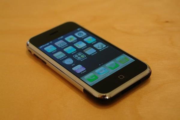 iPhoneのせいでゲイになってしまった、とロシアの青年がAppleを提訴