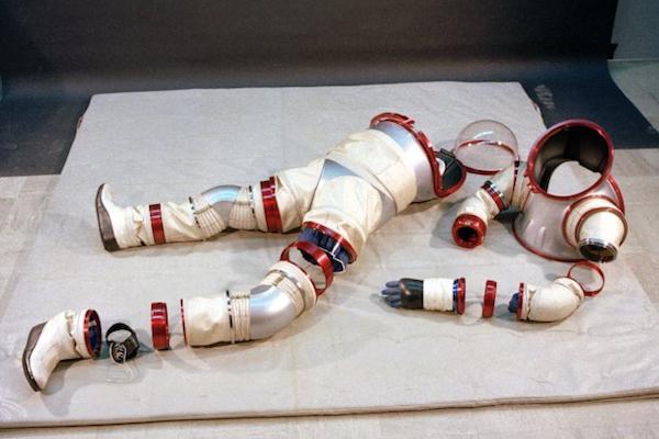 40年前にお蔵入りになったNASAの宇宙服第1号、知られざる「ハードタイプ」とは?