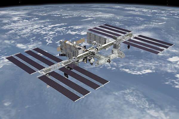 国際宇宙ステーションの空気漏れ、その箇所を特定したのは超音波でなくお茶っ葉
