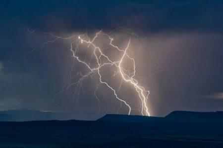 雷の発生を80%の確率で予測できるAIシステムを開発:スイス連邦工科大学
