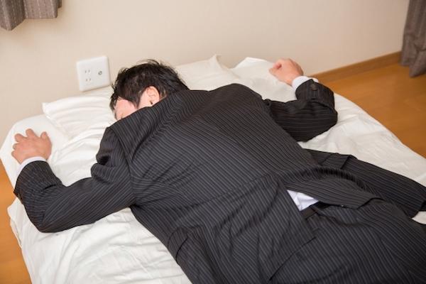 英国の会社が「二日酔い休暇」を堂々と導入 嘘をついて休むよりいい