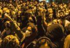 ハメネイ師の写真を引き裂く…ネットに投稿されたイラン反政府デモの様子とは?