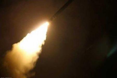 イランが米軍基地に向け、十数発の弾道ミサイルを発射【動画】