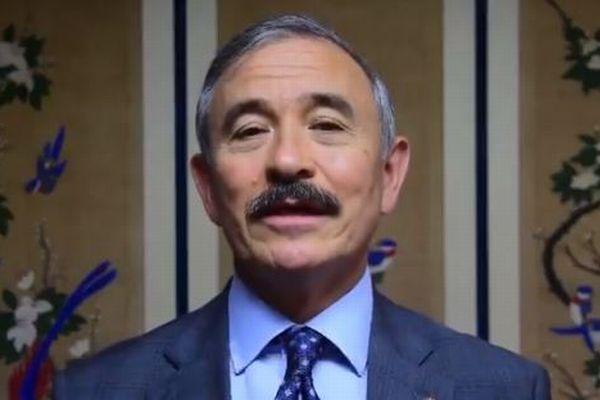 口髭が日本の統治者を想起させるとして、韓国で米大使が批判を浴びる