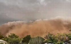 オーストラリアで砂嵐、巨大な砂塵が接近し撮影者が飲み込まれる【複数動画】