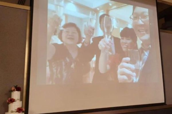 中国から帰国した新郎新婦、ウイルス感染の懸念から結婚式をライブで配信