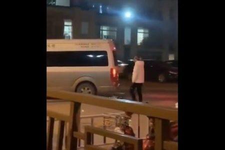 「ママ!ママ!」武漢の病院から運ばれていく亡き母を呼び続ける娘の姿が悲しい
