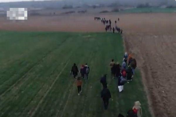 シリアとトルコの間で軍事的対立が高まり、再び難民らがヨーロッパへ向かう