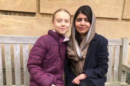 グレタさんとマララさんが初めて交流、オックスフォード大学で仲良く写真撮影
