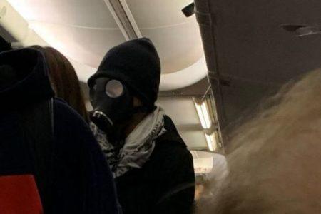 米の旅客機に黒いガスマスクをした男性が搭乗、機内が一時騒然