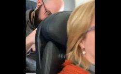 座席の背もたれを後ろから叩き続けた乗客に、賛否が燃え上がる