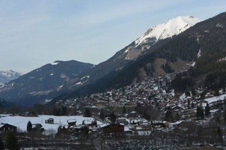 フランスのスキー場で5人のイギリス人が新型ウイルスに感染、200人が検査へ