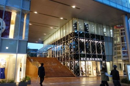 新型コロナへの恐れから「バーバリー」がファッションショーに韓国人を招待せず