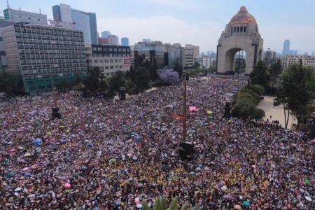【国際女性デー】世界各地で女性らがデモに参加、警察の介入や過激な行動も