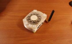 スマホ嫌いのハイテクエンジニアが、レトロな回転ダイヤル携帯を作った