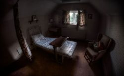 【スペイン】新型コロナでスタッフが不在、複数の施設で見捨てられた高齢者の遺体を発見