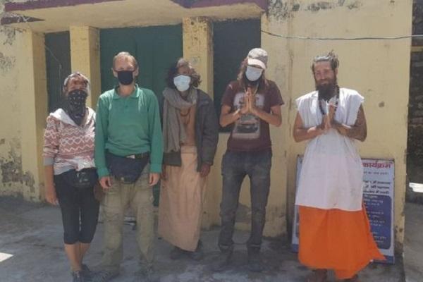 """インドでロックダウンをやり過ごすため""""洞窟""""にいた観光客を救助…所持金はほぼなし"""