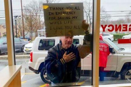 「妻の命を救ってくれてありがとう!」病院に感謝を伝える男性の写真が胸を打つ