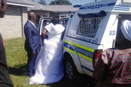 南アでロックダウン中に結婚式を実施、新郎新婦が警察に逮捕されてしまう