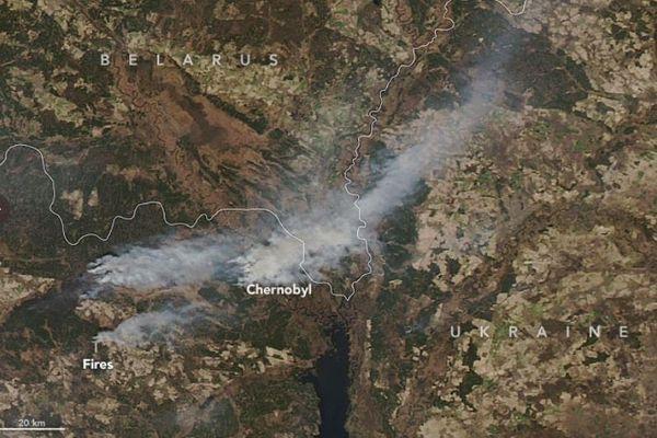 チェルノブイリ原発周辺で山林火災、煙が放射性物質を運ぶ可能性も