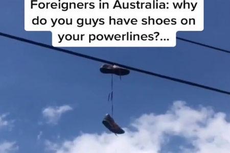 あちこちの電線に靴がぶら下がるオーストラリアの不思議
