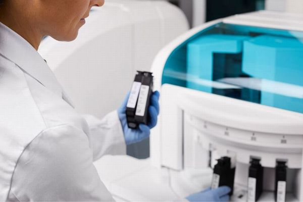 イギリスが「ロシュ」の抗体検査キットを独自調査、非常に高い精度だと評価