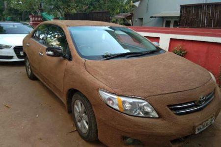 【インド】車を牛糞でコーティングしたら涼しくなっちゃった!