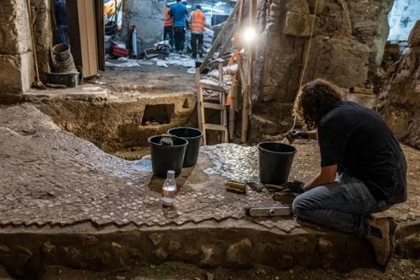 """エルサレムの""""嘆きの壁""""の下から、2000年前の隠された地下室を発見"""