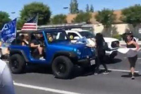 【黒人暴行死への抗議デモ】トランプ支持者が参加者を車で轢く