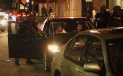 白人警官が黒人カップルを突然車から引きずり降ろす、動画が拡散し全員起訴