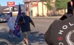 黒人差別への抗議デモにKKKの白頭巾を被った男らが出現、あっさり追い返される