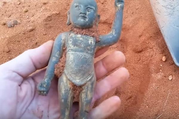 ドキュメンタリーの撮影中、本物の明王朝の仏像が出土【オーストラリア】