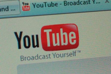 URLに1文字追加するだけで、YouTubeの広告が消えると判明