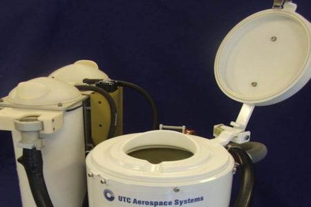 宇宙ステーションに実装予定のユニセックストイレをNASAが公開