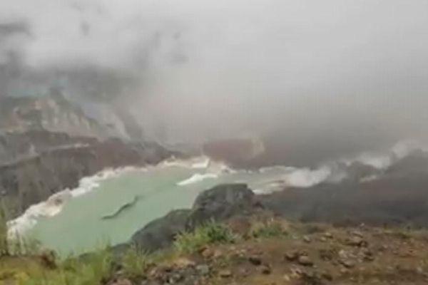ミャンマーで発生した大規模な地滑り、100人以上が死亡、斜面が崩れる瞬間の映像