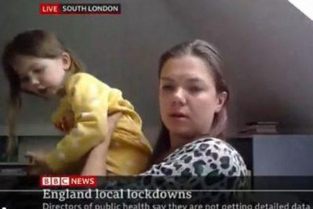 英で生放送のインタビュー中に子供が登場、自宅で取材を受けていた母親も慌てる