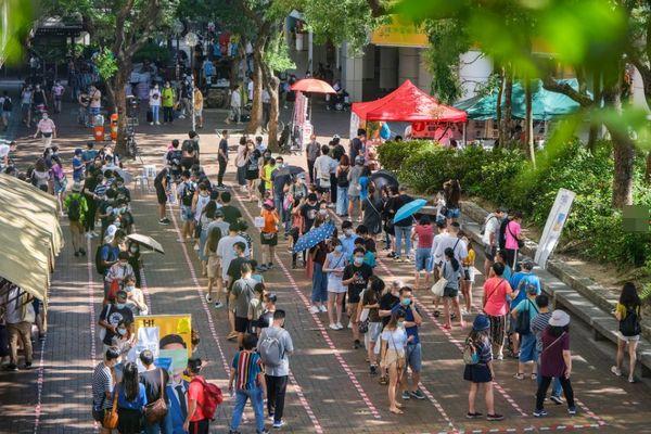香港で行われた民主派の予備選挙、国家安全維持法の中でも多くの市民が投票