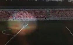 雲もないのに突然落雷、ロシアのサッカー場で16歳の少年に雷が直撃【閲覧注意】