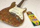 色鉛筆1200本で自ら作ったエレキギターが美しい