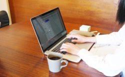 MacBookにカメラカバーをつけないよう、Appleが注意を促す