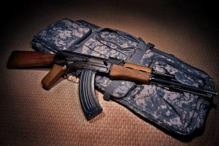 アフガンで両親を殺された少女が復讐、AK-47を手にタリバン兵2名を射殺