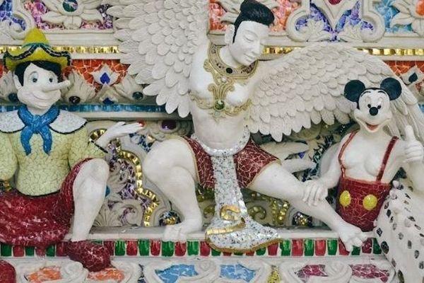 あちこちにアニメキャラが隠れている、バンコクの奇妙な寺院