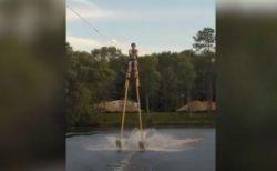 長~い足をつけて水上スキーに成功、非公式だけど世界記録を更新