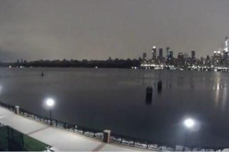 ニューヨークで大規模停電、約13万人に影響、街全体が真っ暗に【動画】