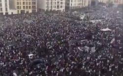 爆発事故が起きたベイルートで大規模デモ、数千人が政治の腐敗を訴え、警察と衝突