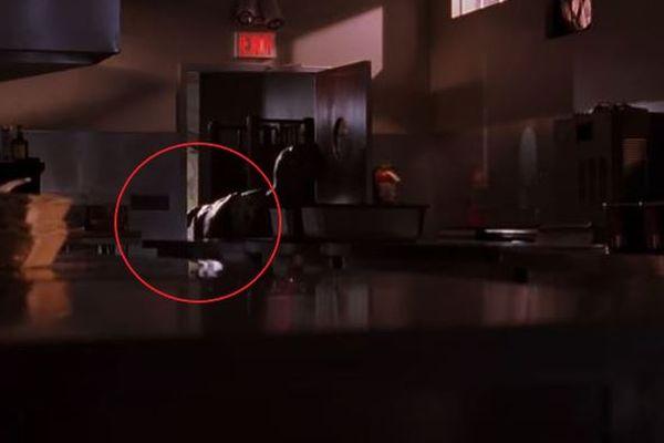ファンも注目!映画『ジュラシックパーク』に人間の手が映りこむミスが発覚