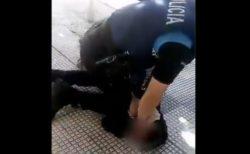 マスクを適切に着けていないから…スペインの警察官が14歳の少年の首を膝で圧迫