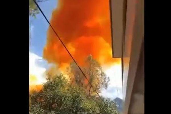 中国のロケットの一部が落下、学校付近で爆発炎上
