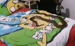 子供部屋のベッドでニシキヘビがお昼寝?駆けつけた職員もびっくり